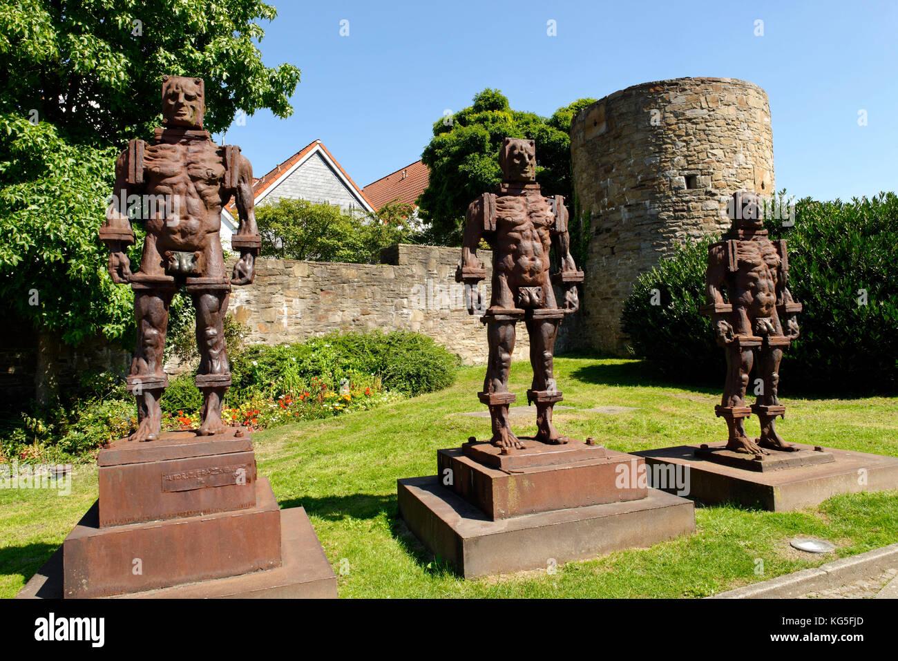 City wall Hattingen with 'Menschen aus Eisen' / three iron men (statues), Hattingen, North Rhine-Westphalia, - Stock Image
