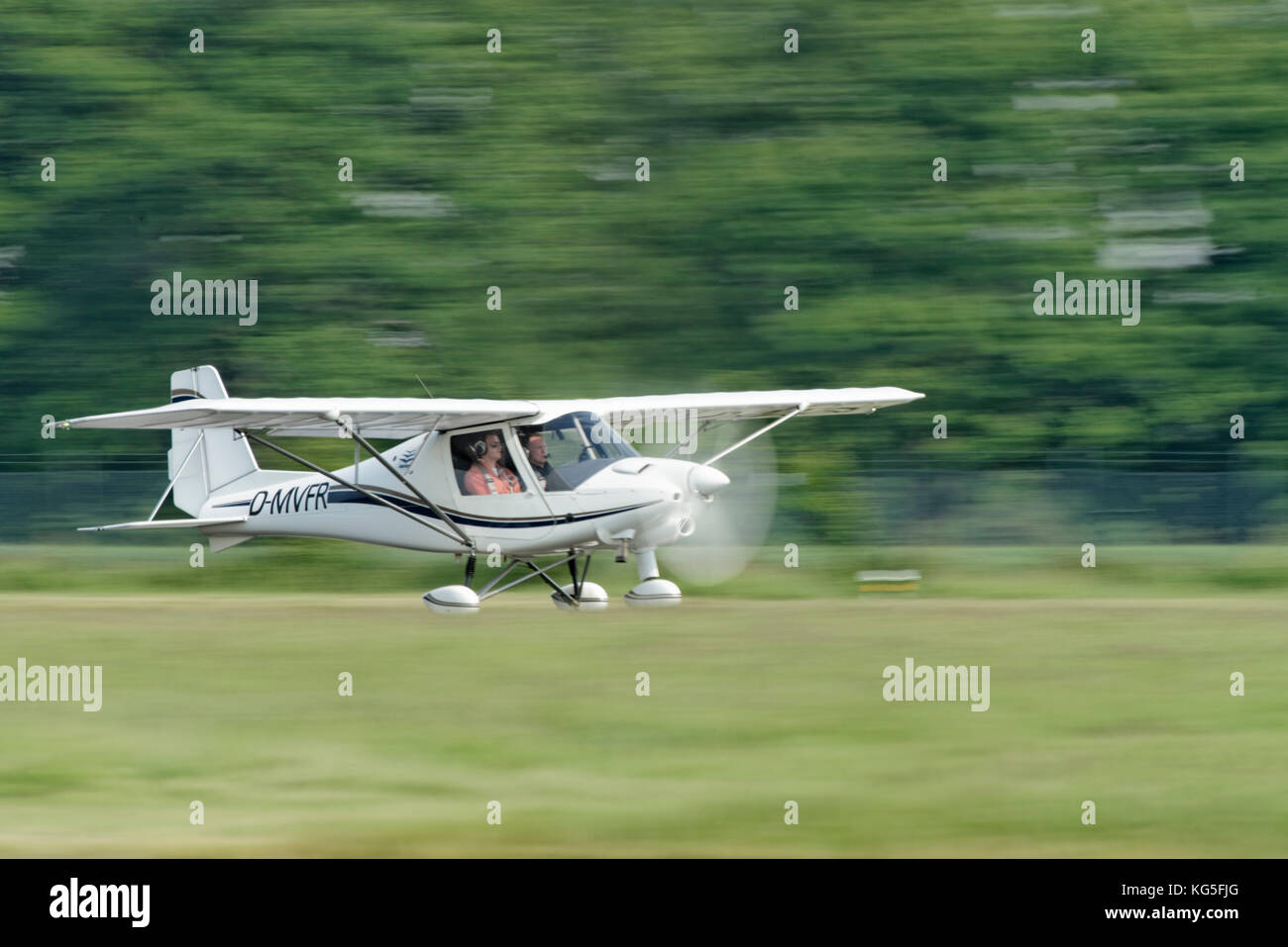 Start of the single-engined aircraft Piper Pa 28-181 on the Flugplatz Loemühle (airport), Marl, North Rhine - Stock Image
