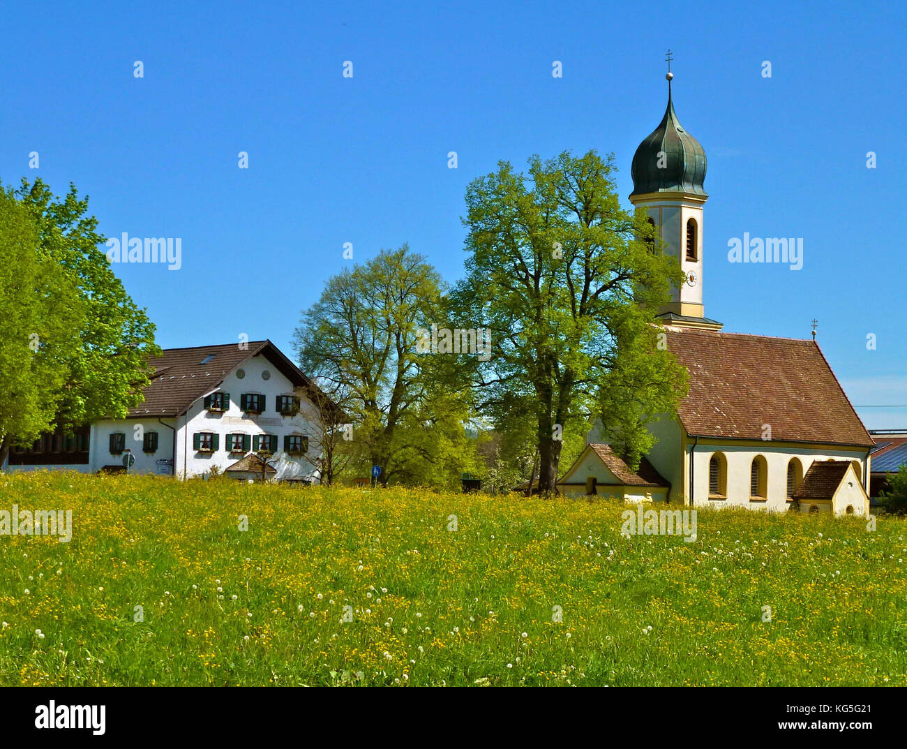 Germany, Bavaria, Froschhausen am Riegsee (lake), St. Leonhard church, Pension St. Leonhard (guesthouse), Meadow, - Stock Image