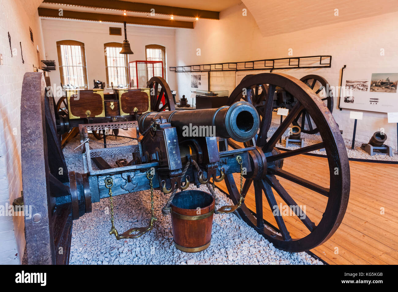 England, Hampshire, Portsmouth, The Royal Amouries Military Museum Fort Nelson, Indian Bronze 6 Pounder Field Gun - Stock Image