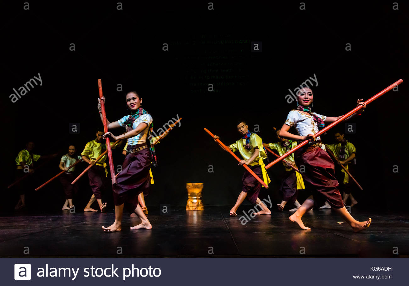 Robam Bok Leak (Gum-Lacquer pounding dance); the dance was originally performed at traditional wedding ceremonies. - Stock Image