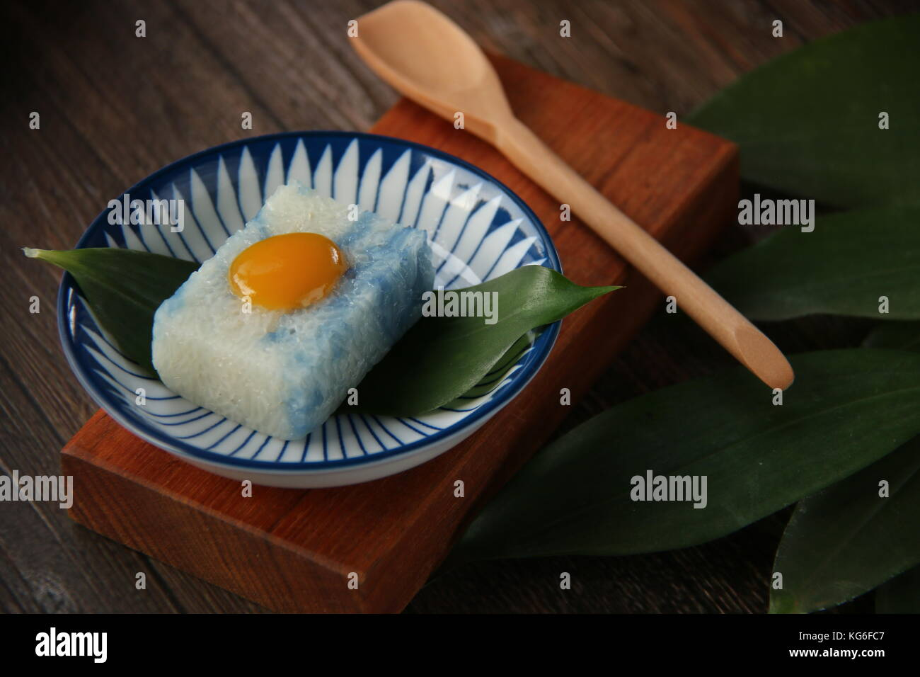 Pulut Tai Tai or Pulut Tekan, the Peranakan Blue and White Glutinous Rice Cake  with Kaya Jam - Stock Image