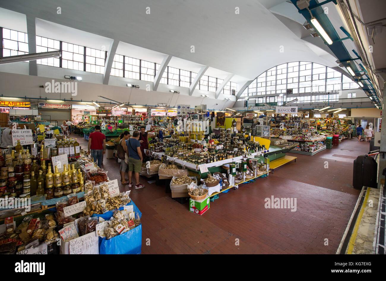 Tourist shopping at Mercato Annonario indoor market, San Remo, Italy. - Stock Image