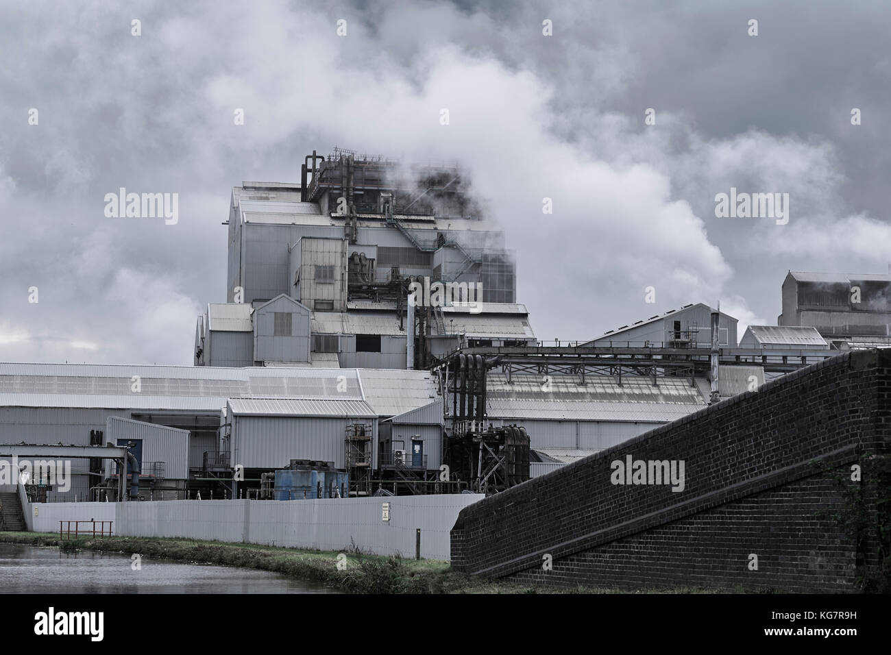 Tata chemical works at Northwich from the Trent & Mersey canal - Stock Image