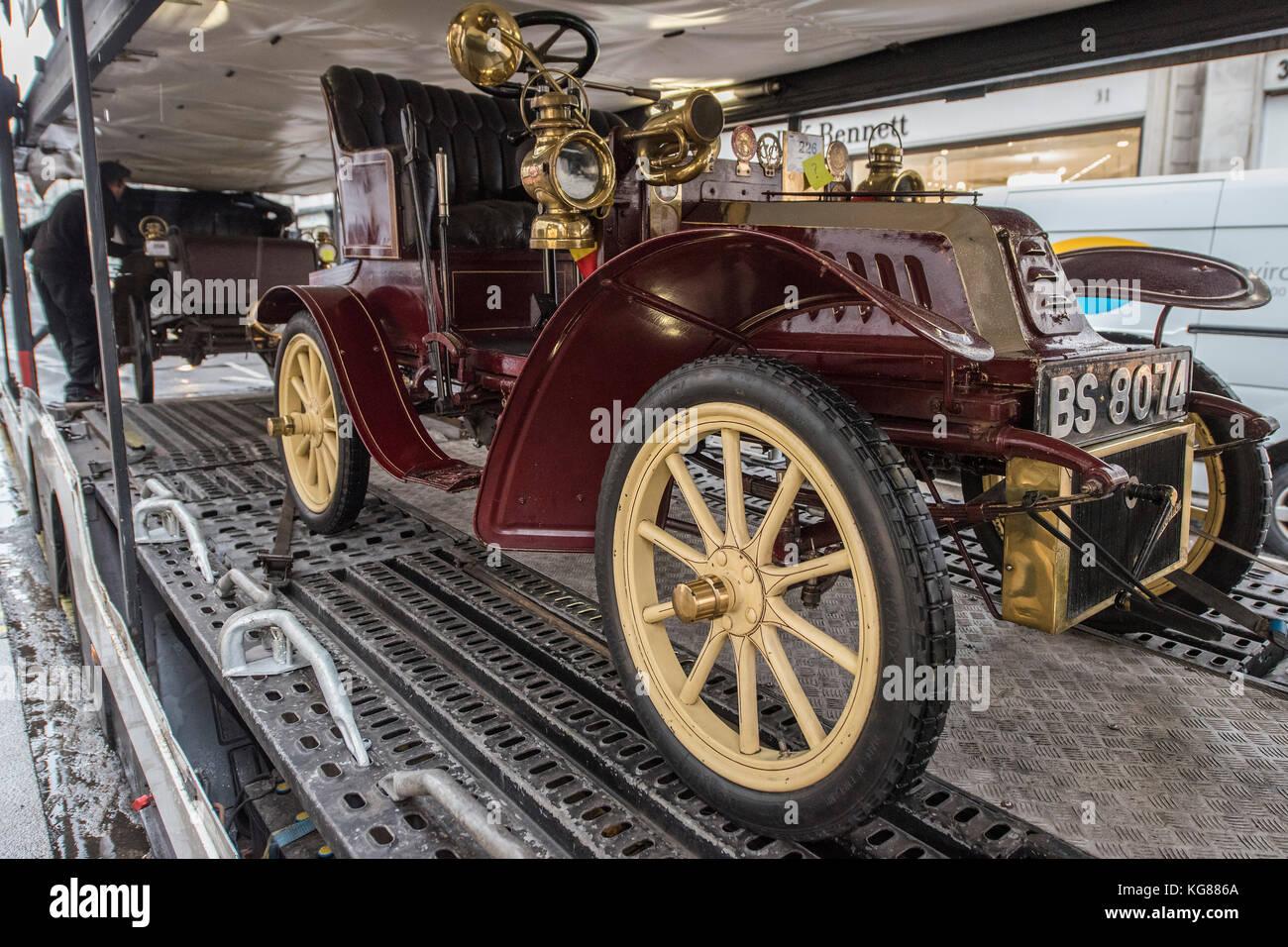 London, UK. 04th Nov, 2017. Vintage cars from a recent Bonhams sale ...