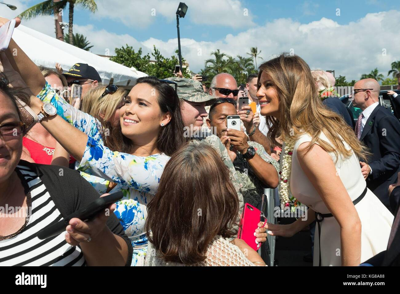 Honolulu, United States Of America. 04th Nov, 2017. U.S First Lady Melania Trump takes a selfie with military families - Stock Image