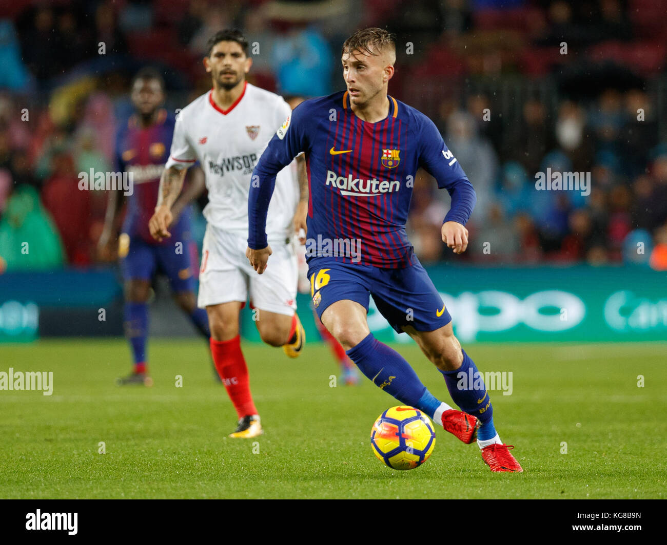 Barcelona, Spain. 4th November, 2017. Match between FC Barcelona and Sevilla FC in Camp Nou stadium. Deulofeu with - Stock Image