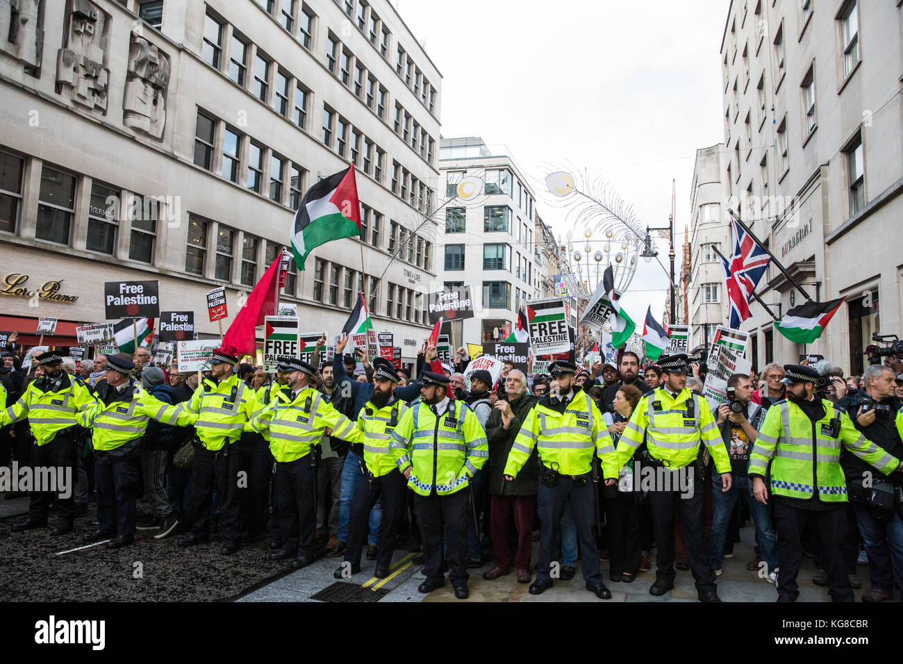London, UK. 4th November, 2017. Campaigners for Palestine march through London to demand justice and equal rights Stock Photo