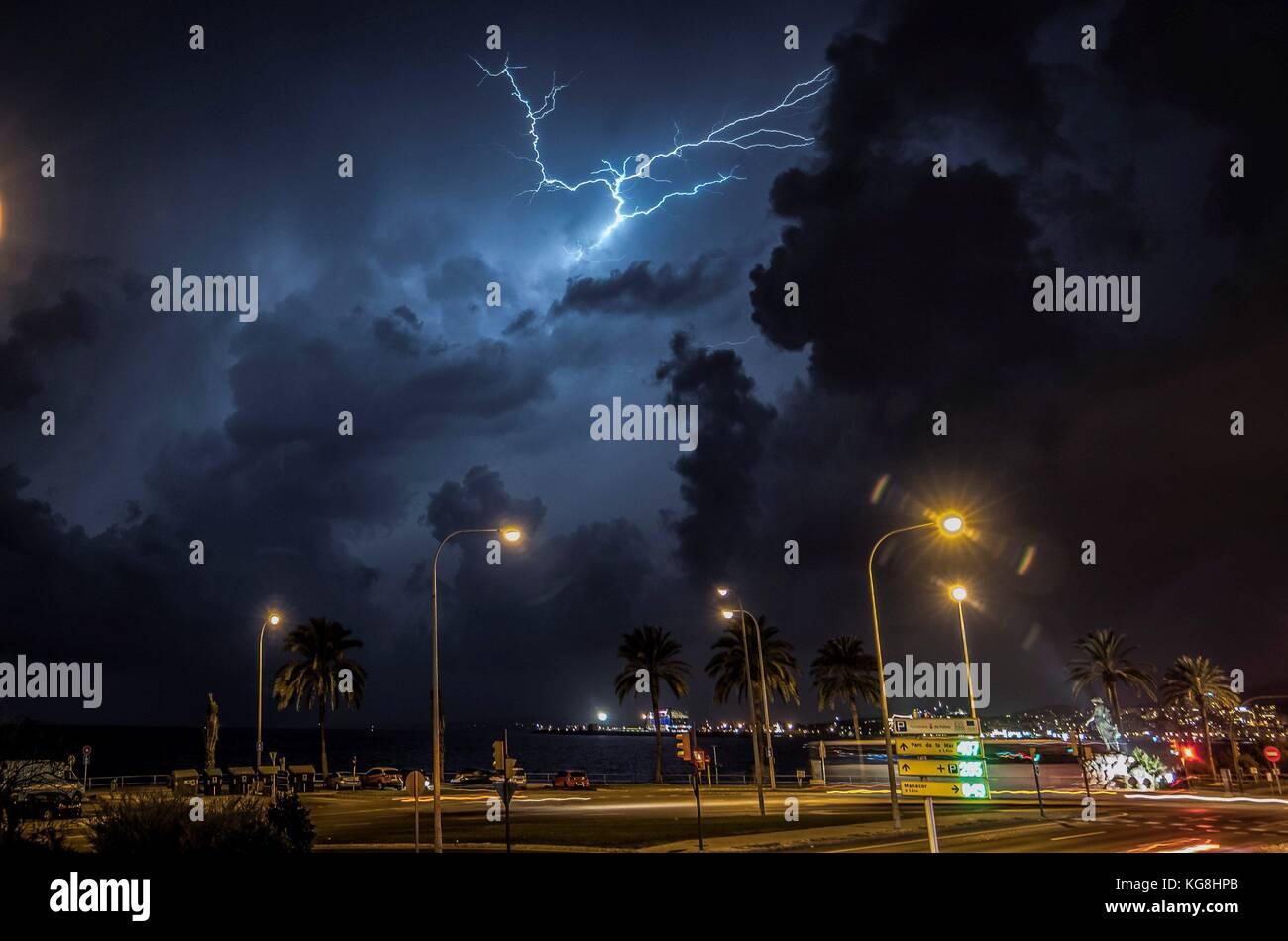 Palma De Mallorca, Spain. 05th Nov, 2017. General view of a storm in the promenade of Palma de Mallorca, Balearics, Stock Photo