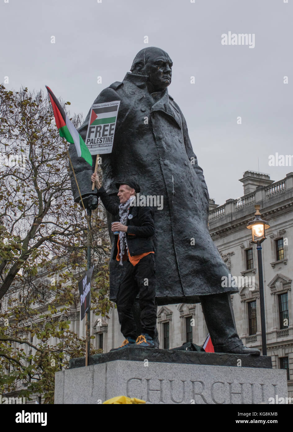 Palestine supporter standing next to Winston Churchill statue, London, UK, 4th November 2017 - Stock Image