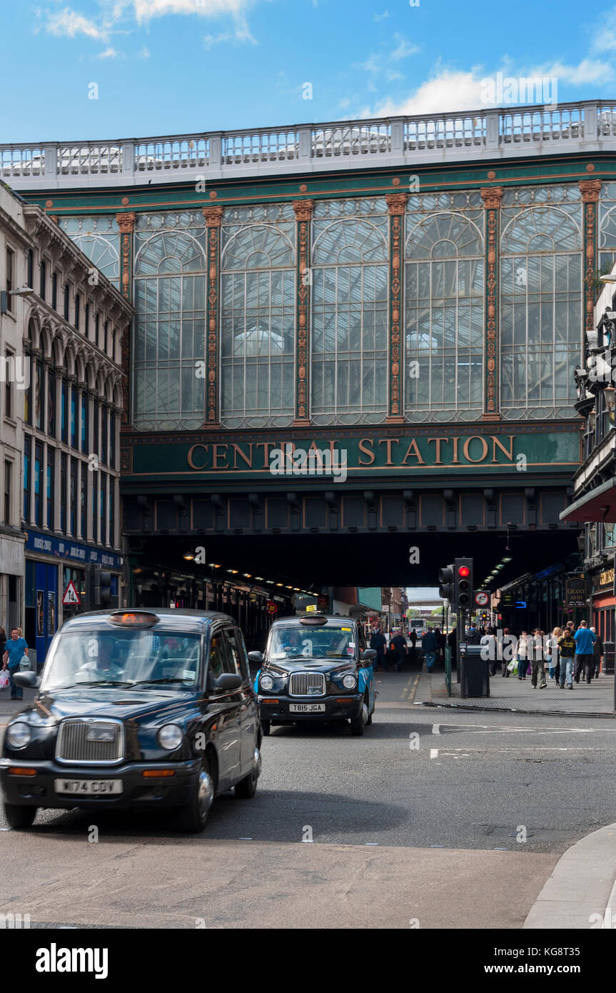 Glasgow, Scotland - August 17, 2010: The exterior of the Glasgow Central Station with people in a busy street in - Stock Image