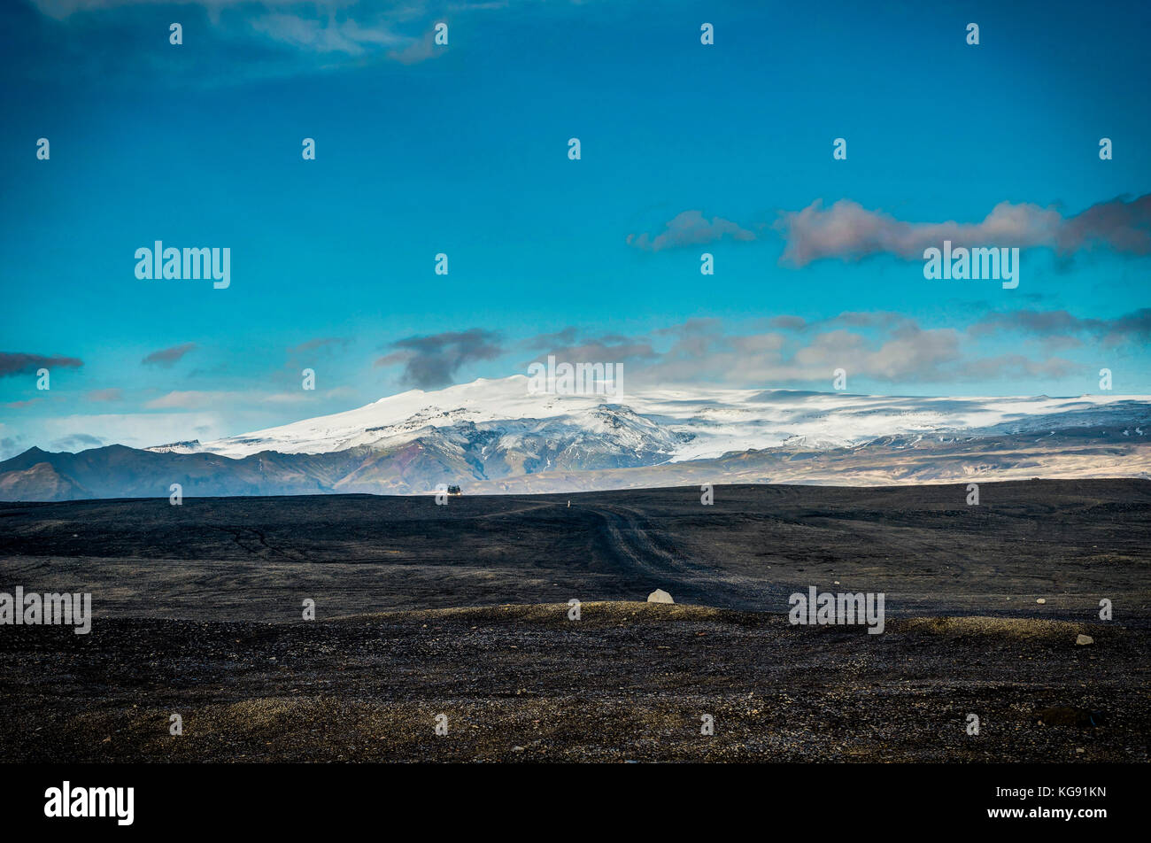 View across black beach towards eyjafjallajokull volcano - Stock Image