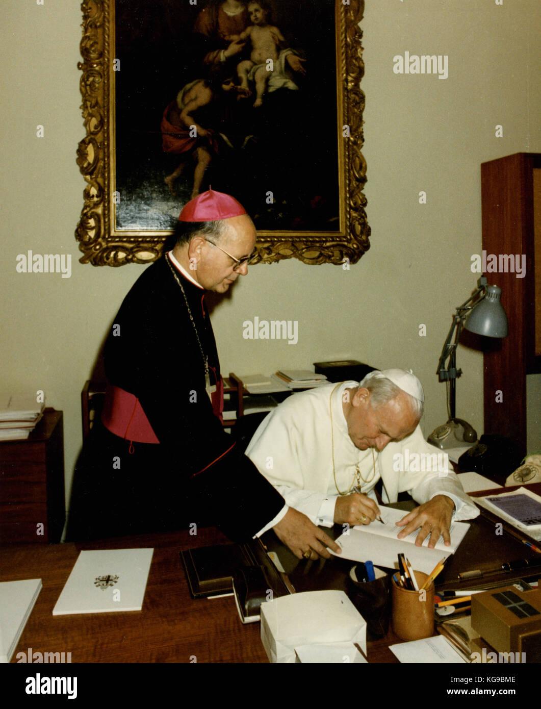 Pope John Paul I signing Dominus et Vivificantem Encyclical, 1986 - Stock Image