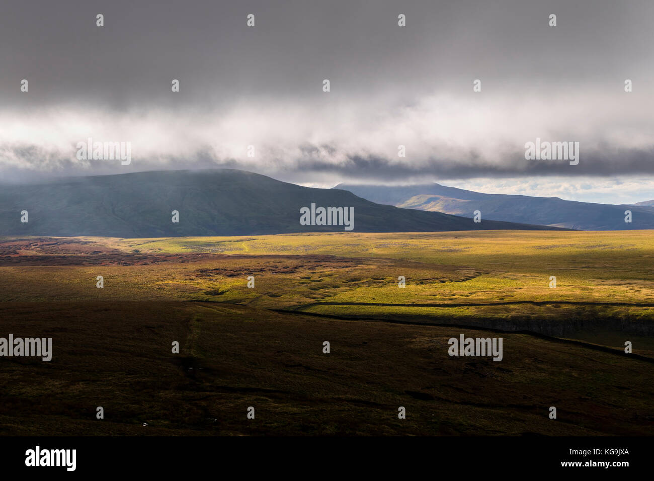 Nine Standards Rigg, Cumbria, UK. Sunday 5th November 2017. UK Weather.  It was a cold start to the day with thick - Stock Image