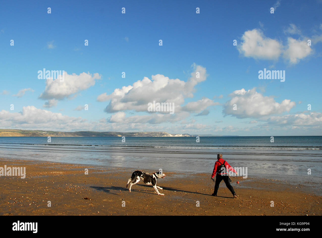 Weymouth, Dorset. 5th November 2017 - A woman wraps up warm and make the most of a gorgeous autumn day by exercising - Stock Image