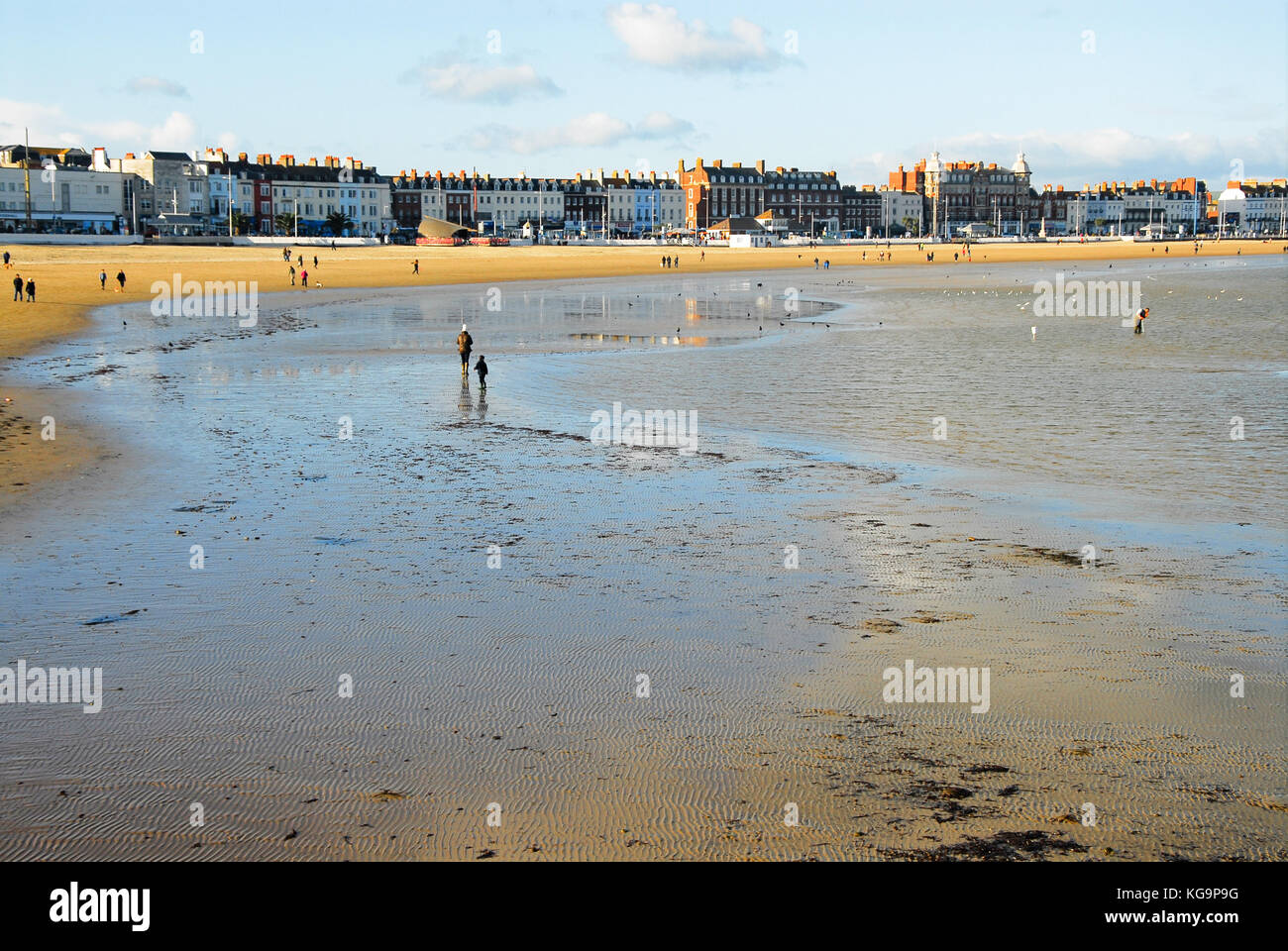 Weymouth, Dorset. 5th November 2017 - People wrap up warm and make the most of a gorgeous autumn day; strolling - Stock Image