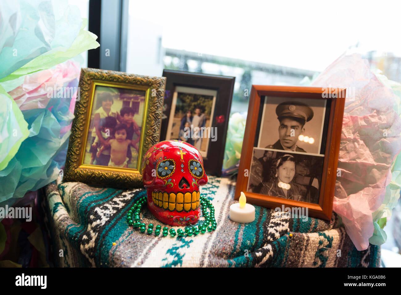 Tacoma, United States. 05th Nov, 2017. Tacoma, Washington: Offerings on display at Día de los Muertos Community - Stock Image