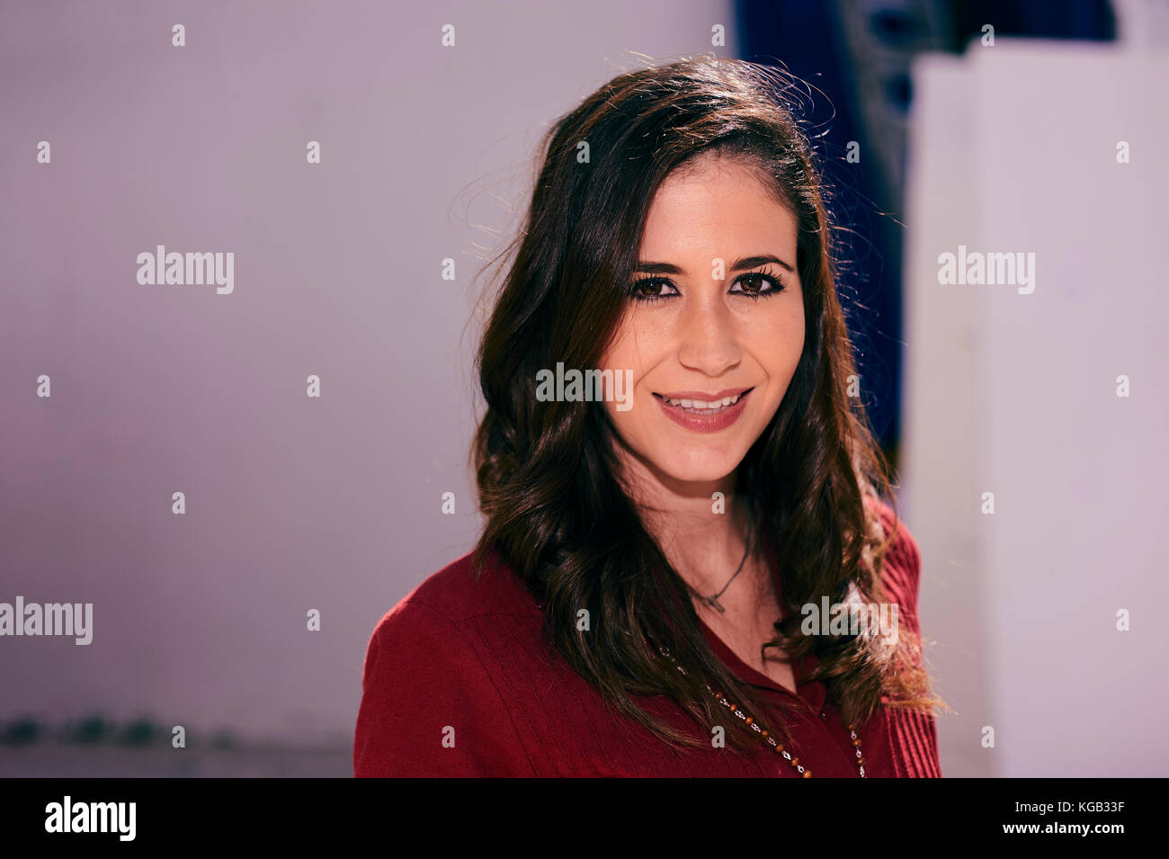 Young latino woman smiling - Stock Image
