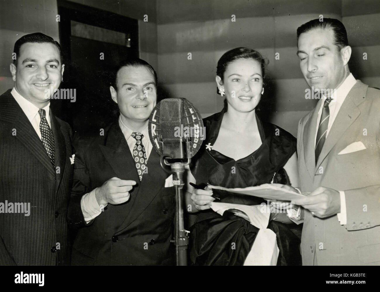 American actress Gene Tierney speaks at the microphone - Stock Image