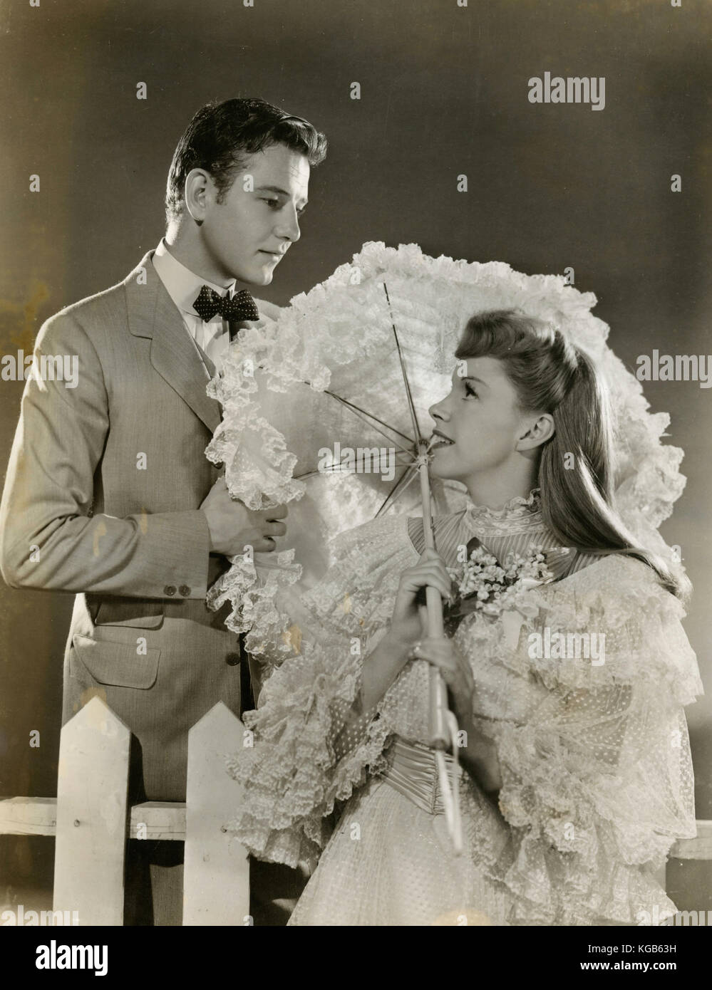 Actors Judy Garland and Tom Drake in the movie Meet Me in St Louis, 1944 - Stock Image