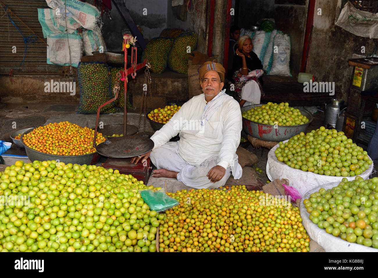 AHMEDABAD, GUJARAT, INDIA - 30 JANUARY 2015: Indian selling vegetables from carts in the street in the Ahmedad city - Stock Image