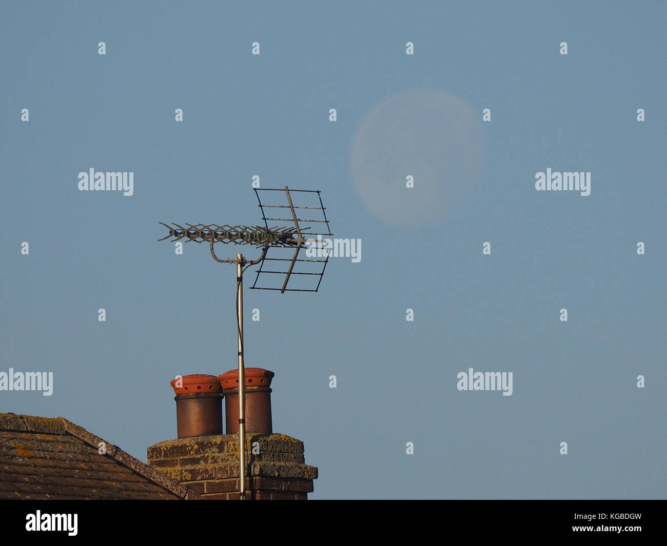 Sheerness, Kent, UK. 6th Nov, 2017. UK Weather: a sunny but cold start to the day. Credit: James Bell/Alamy Live - Stock Image