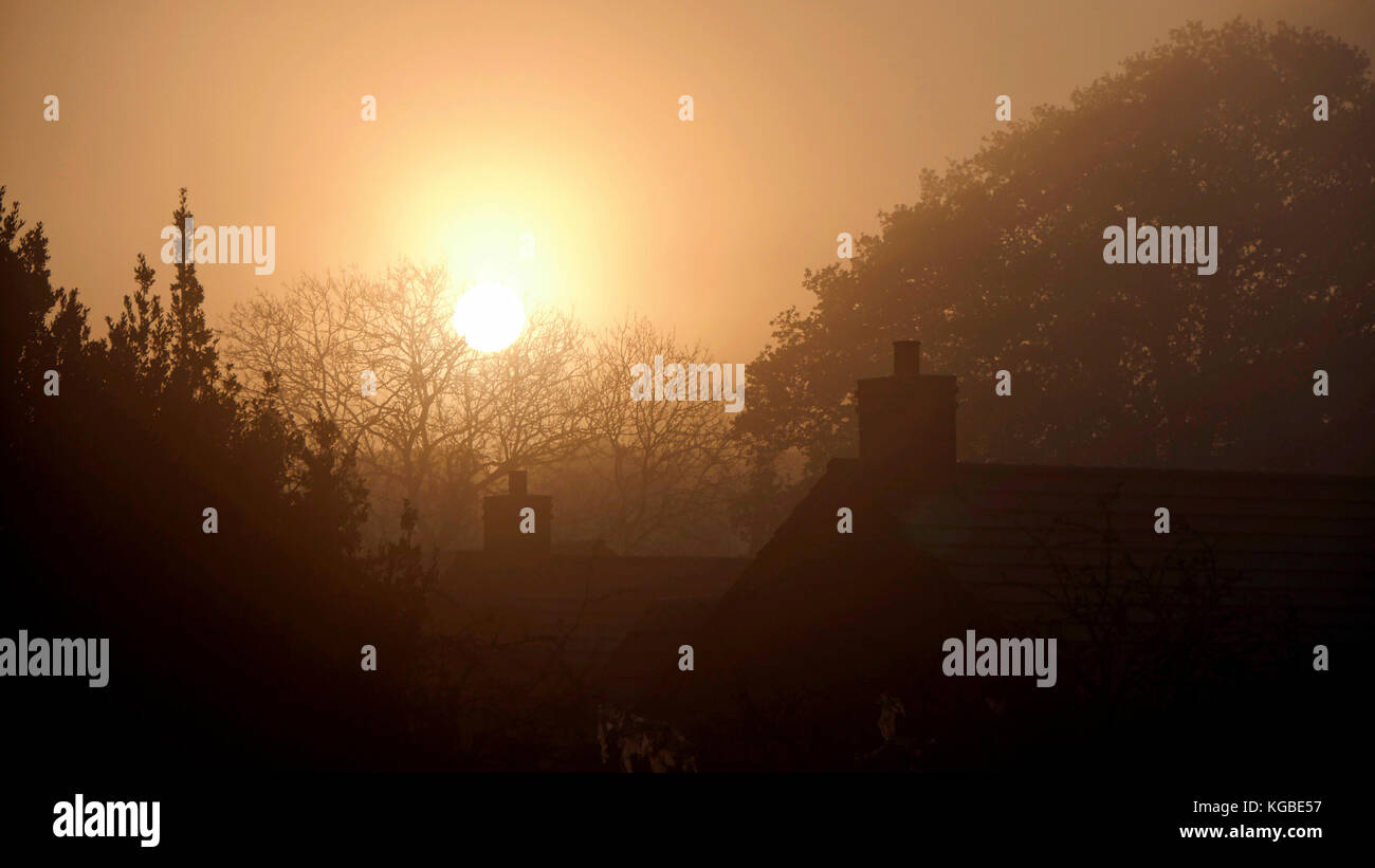 Ashbourne, Derbyshire. 6th Nov, 2017. UK Weather: misty frosty sunrise over Ashbourne Derbyshire, the gateway to Stock Photo