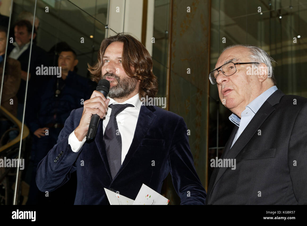 Paris, France. 6th Nov, 2017. Frédéric Beigbeder and Didier Decoin attend the Prix Goncourt at the Drouan - Stock Image