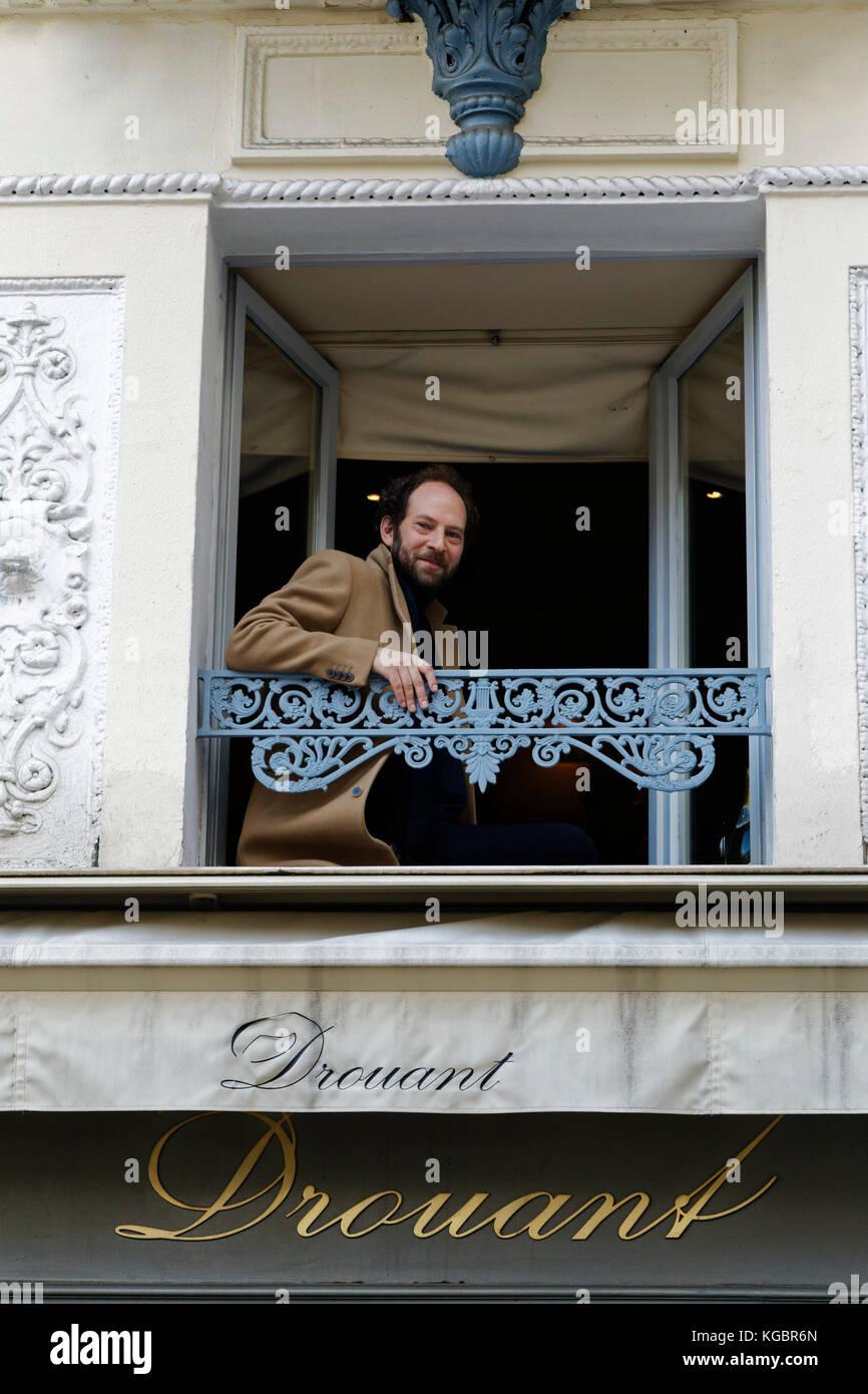 Paris, France. 6th Nov, 2017. Olivier Guez winner of the Prix Renaudot for his novel 'La Disparition de Josef - Stock Image