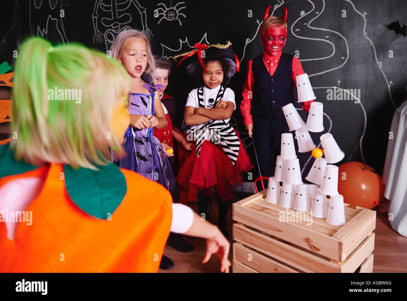 Kids taking part in halloween party - Stock Image