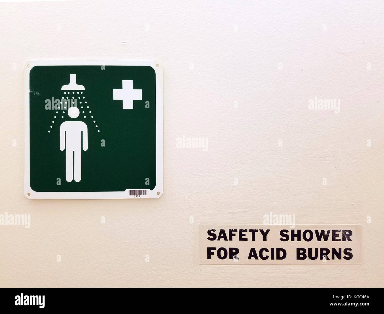 A sign for a safety shower - Stock Image