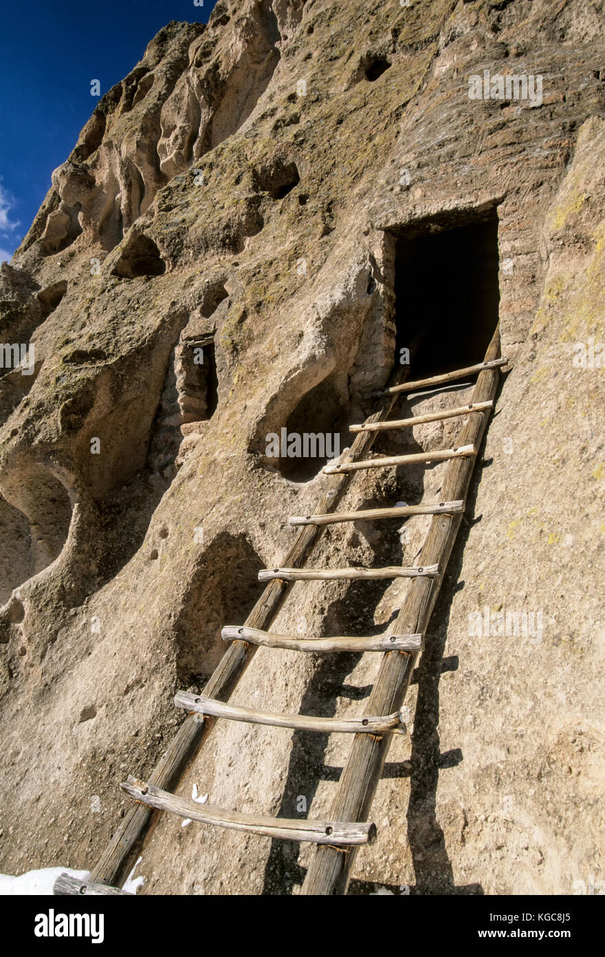 Ladder to cliff dwelling, Frijoles Canyon, Bandelier National Monument, near Los Alamos, New Mexico USA Stock Photo