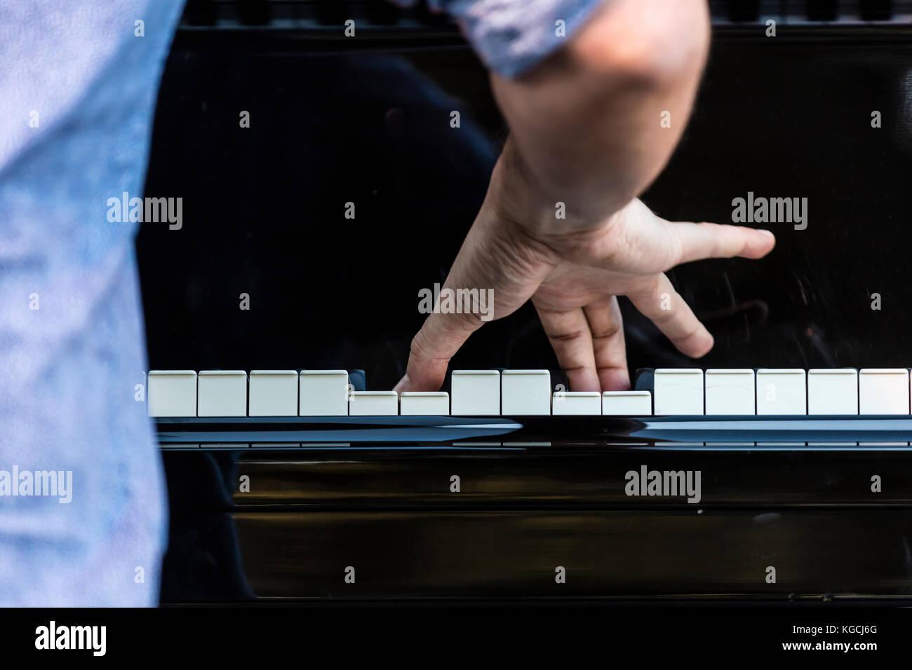 FABIAN ALMAZAN plays keyboards for THE LINDA MAY HAN OH QUINTET - 60th MONTEREY JAZZ FESTIVAL, CALIFORNIA - Stock Image