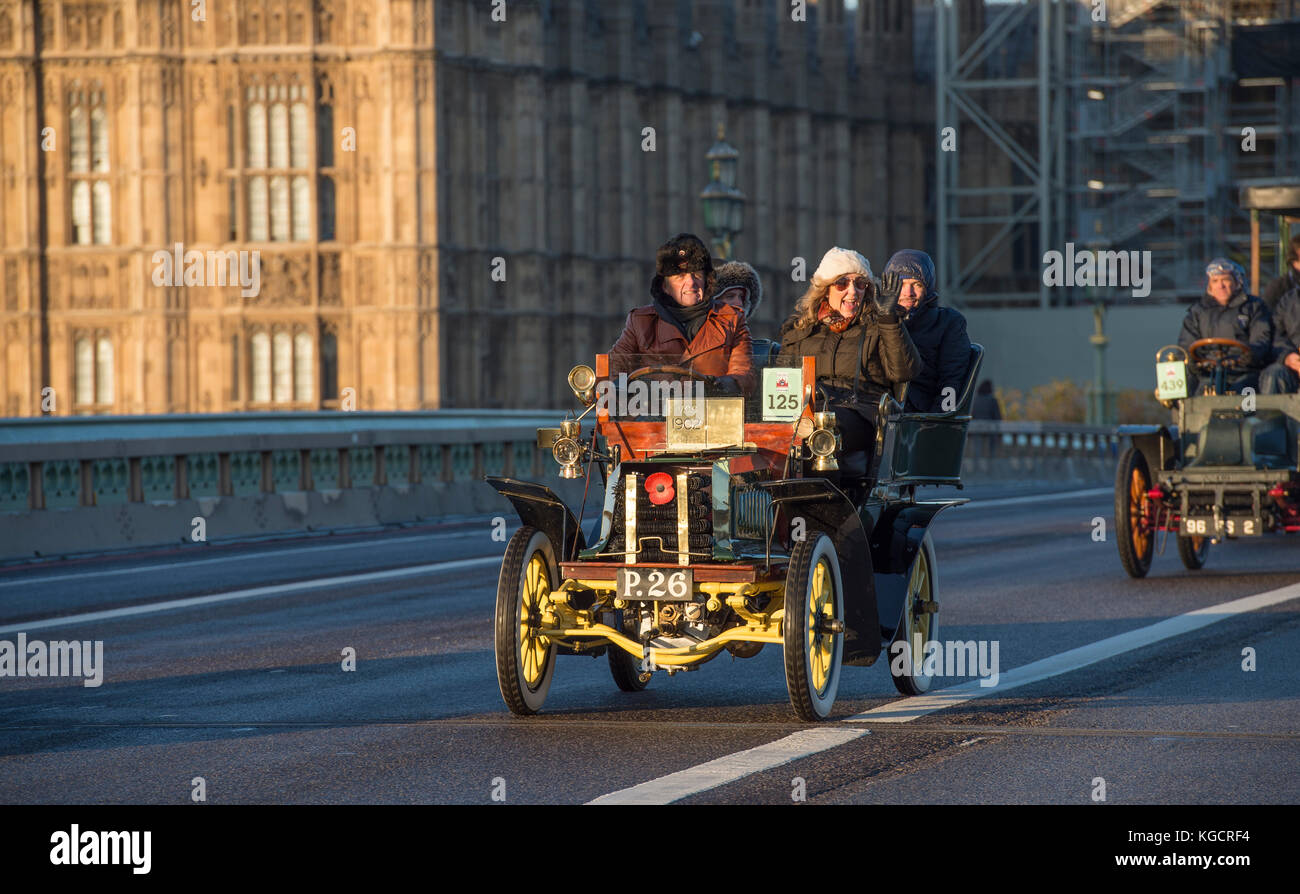 5 November, 2017. Bonhams London to Brighton veteran car run, the world's longest running motoring event, 1902 Dennis - Stock Image