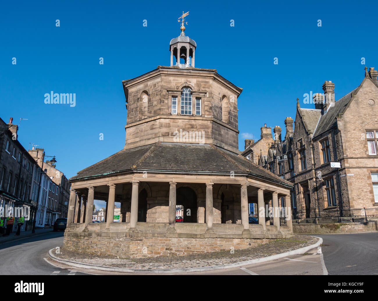 The Grade 1 listed 18th century octagonal market cross or Buttermarket in Barnard Castle, Teesdale, UK on a fine - Stock Image
