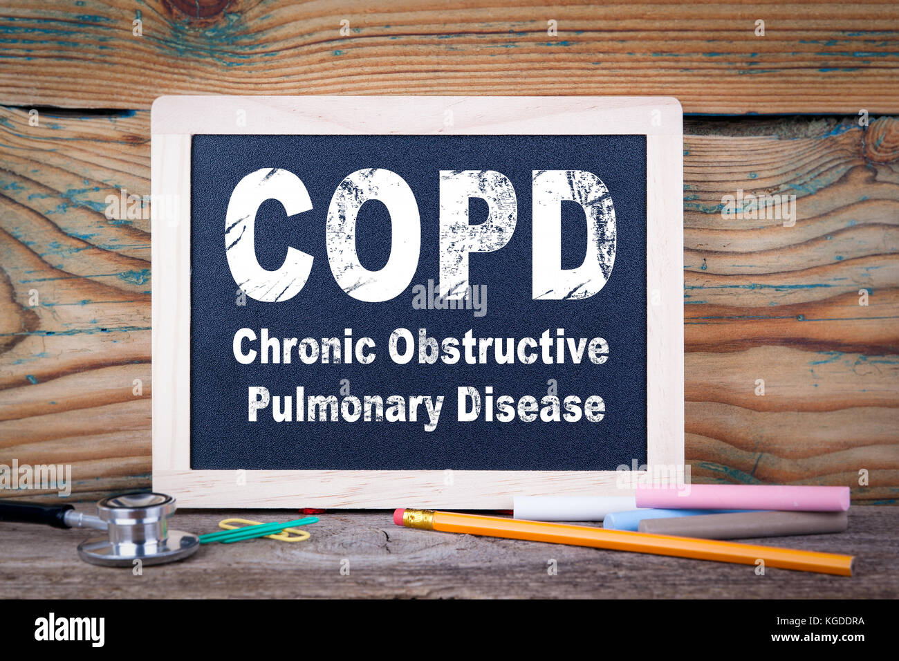 copd, Chronic obstructive pulmonary disease. Chalkboard on a wooden background - Stock Image