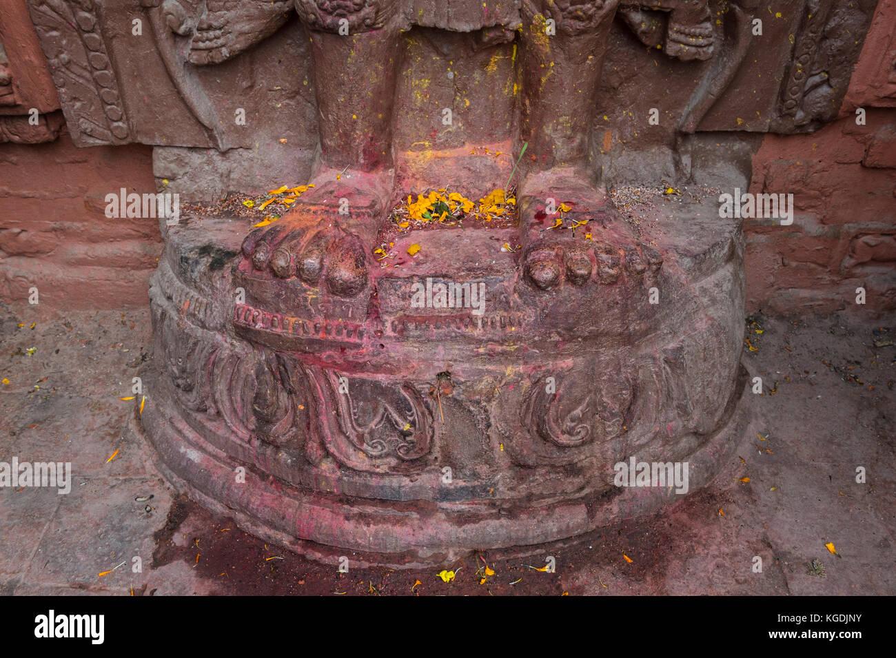 Hinduist statue, Feet Detail, Pashupatinath Temple complex, Unesco World Heritage Site, Kathmandu, Nepal - Stock Image