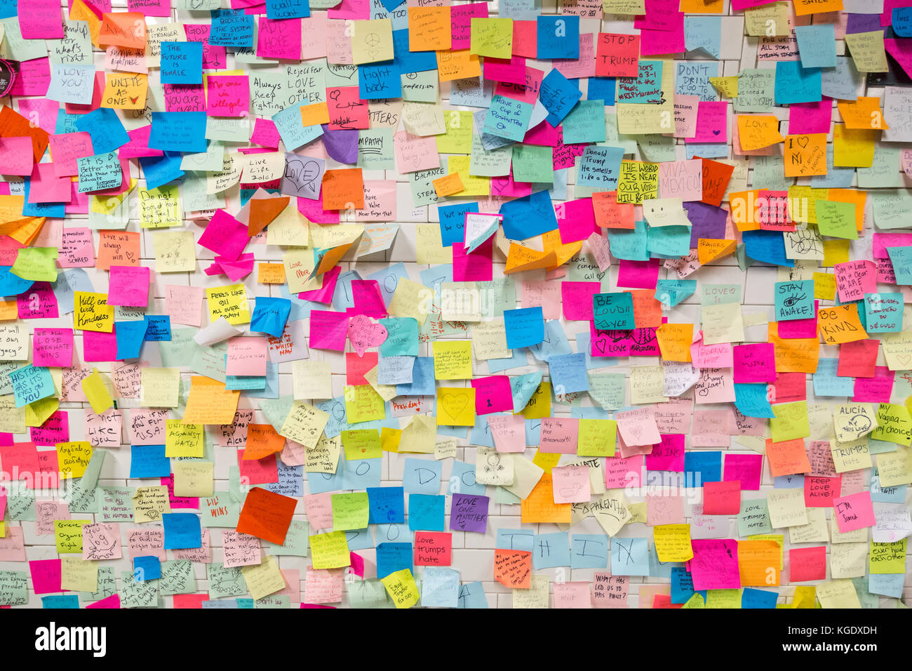 Sticky post-it notes in NYC subway station - Stock Image