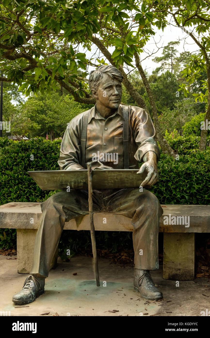 Robert Frost, Lundeen Bronze, 210 North Church Street, Smithfield, Virginia - Stock Image