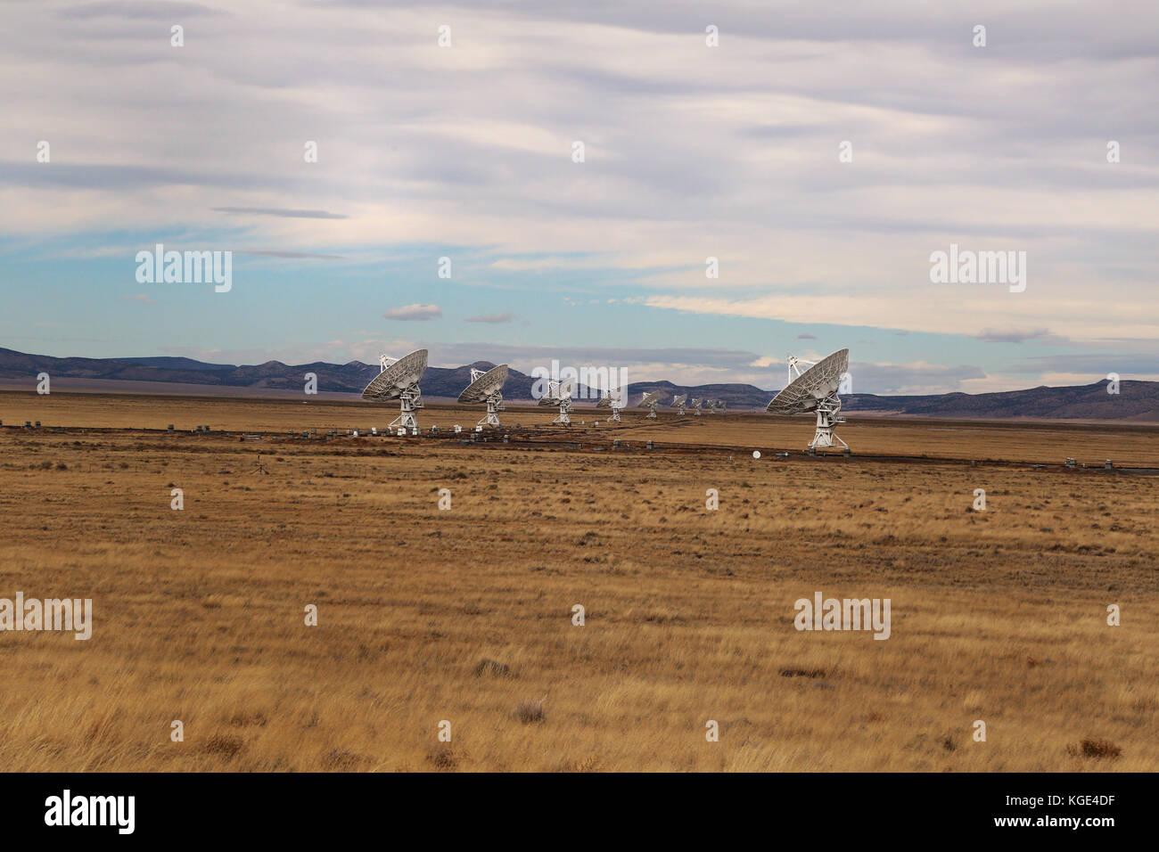 At the Karl G. Jansky Very Large Array (VLA) near Socorro, New Mexico -- 27 radio telescopes deployed in a Y-shaped Stock Photo