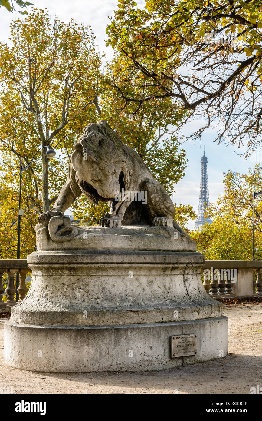 The statue 'Lion au Serpent' by french animal sculptor Antoine-Louis Barye, exposed in the Tuileries garden - Stock Image