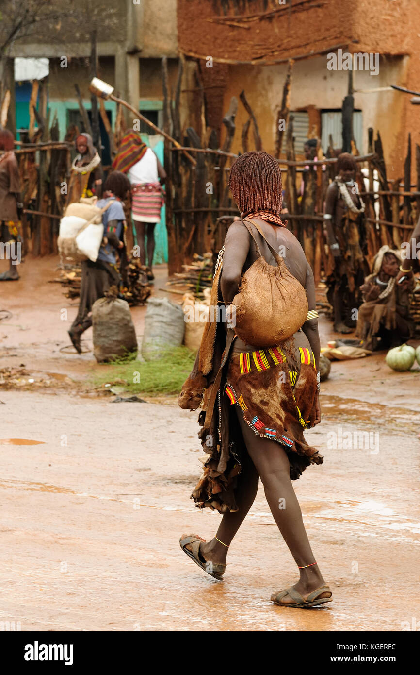 Local Ethiopian people coming back from the market from the Dimeka village in the Omo valley in Ethiopia - Stock Image