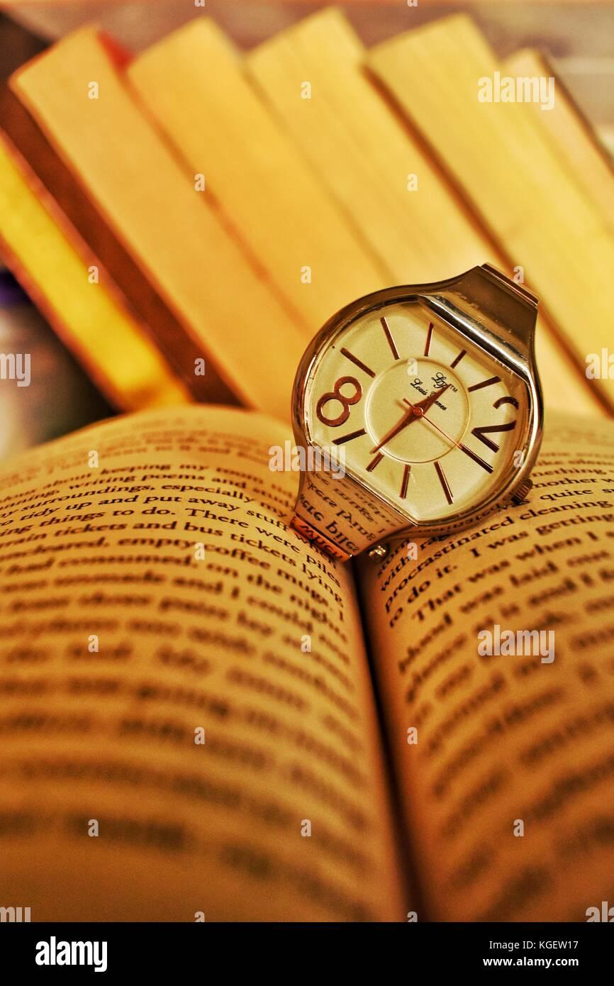 Time savors knowledge - Stock Image