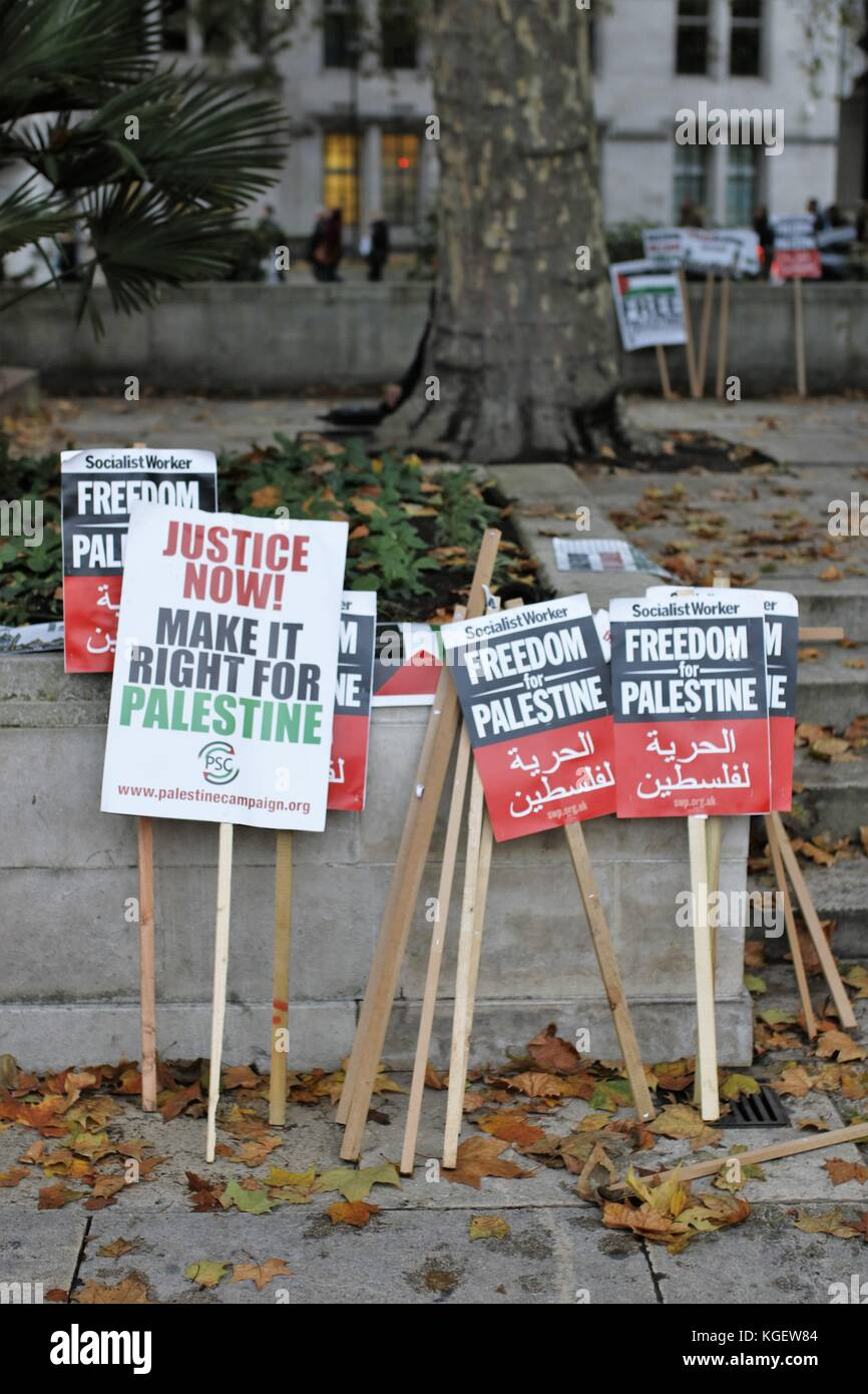 Posters lined up during Pro-Palestine protest Parlament square, 04 Nov 2017 - Stock Image