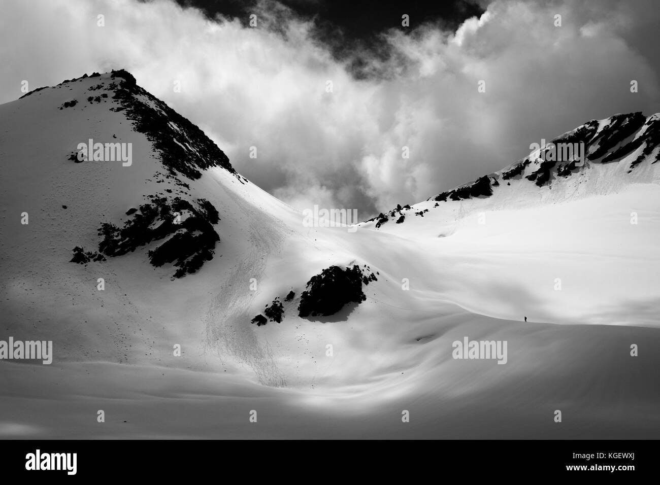 Heavy clouds floating overhead at the high altitude crossing of 18000 feet Mayali Pass in uttarakhand region of - Stock Image