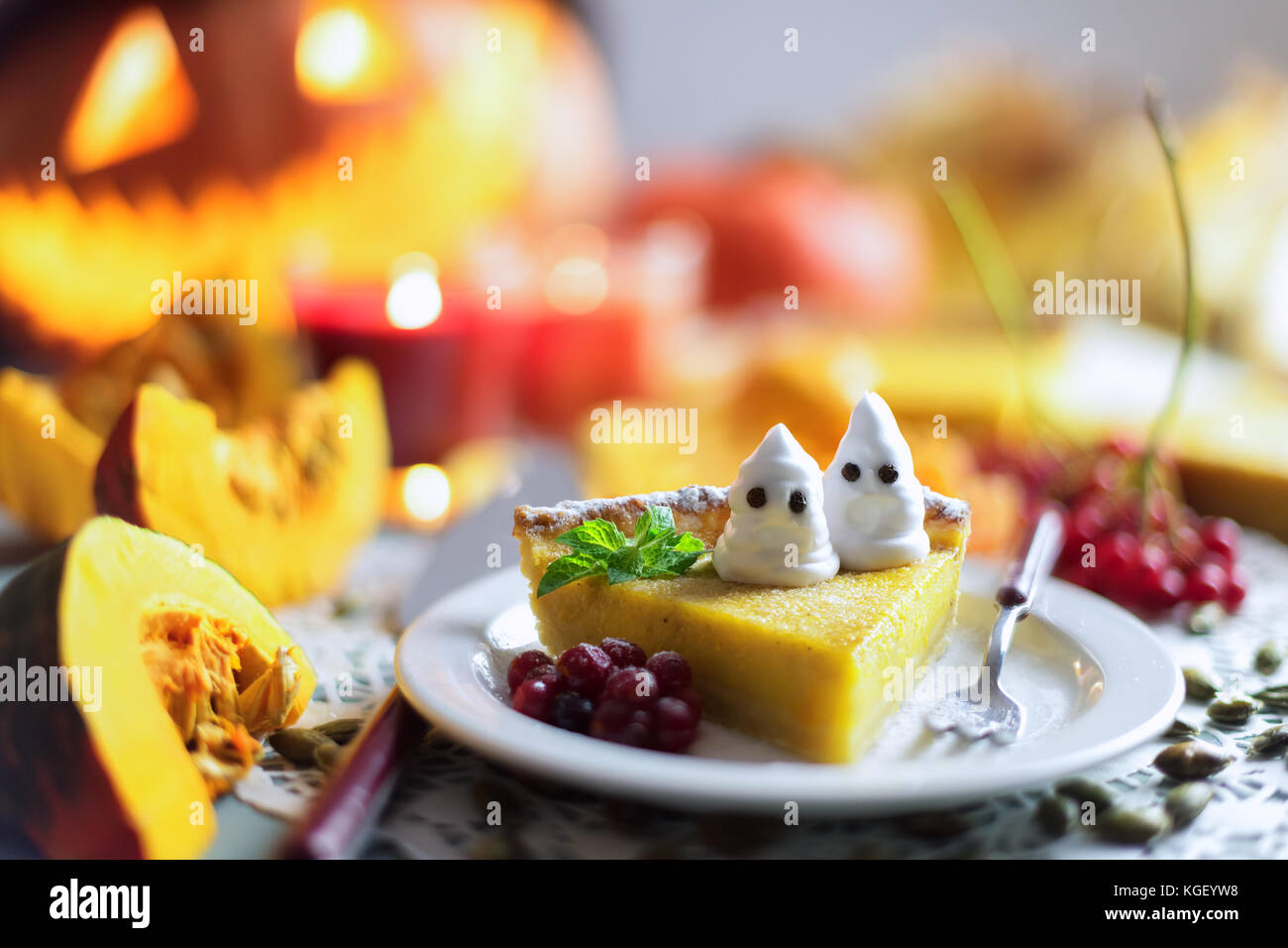 Pumpkin cake for Halloween - Stock Image