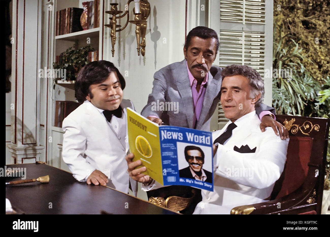 FANTASY ISLAND ABC TV series 1977-1984 with Ricardo Montalban at right, Herve Villechaize and guest star Sammy Davis - Stock Image