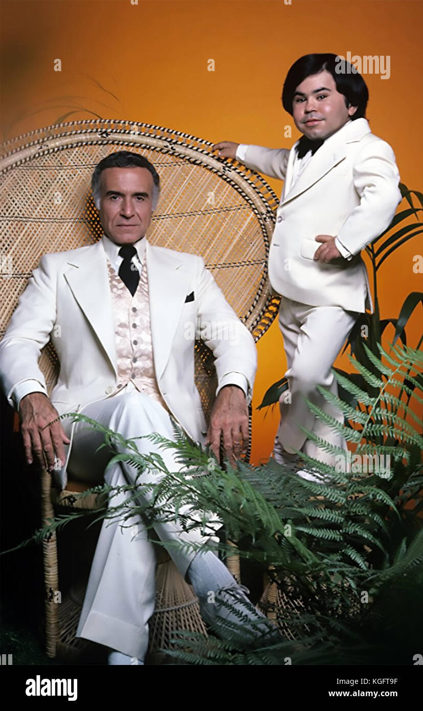 FANTASY ISLAND ABC TV series 1977-1984 with Ricardo Montalban seated and Herve Villechaize - Stock Image