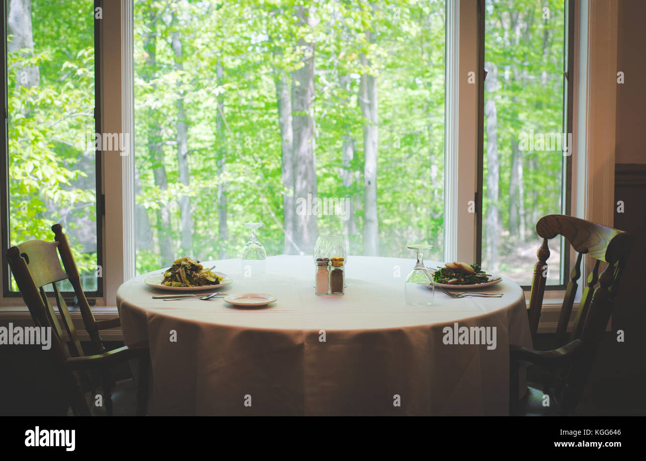 A table is set up at a restaurant in the United States - Stock Image