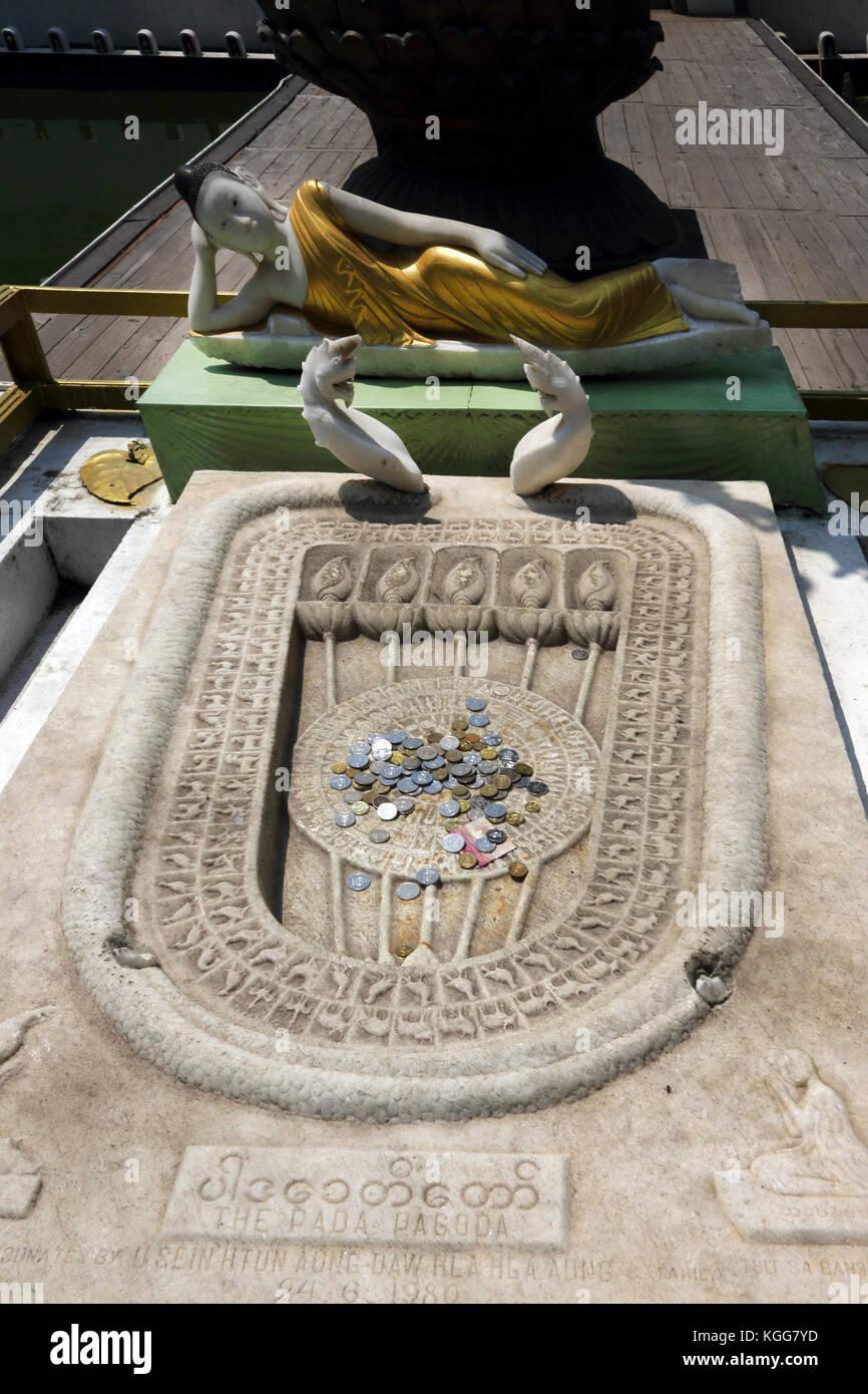 Seema Malaka Temple Colombo Sri Lanka Reclining Buddha And Buddha's Footprint - Stock Image